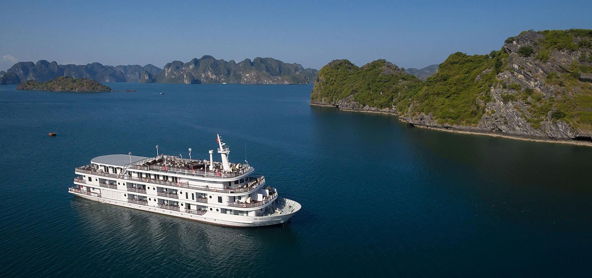 paradise-elegance-cruise-ship-in-halong