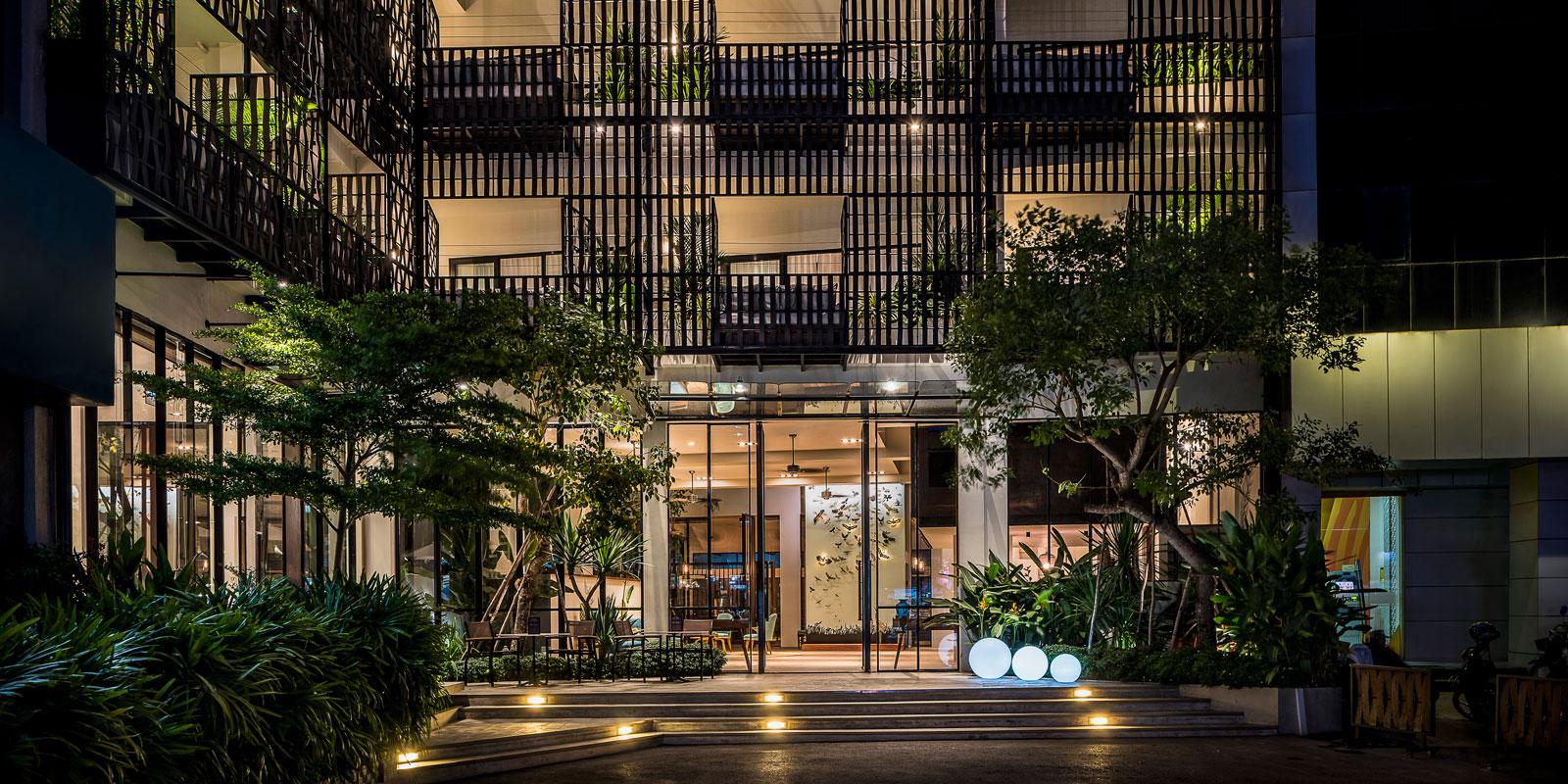 Hotel-exterior_1600x800