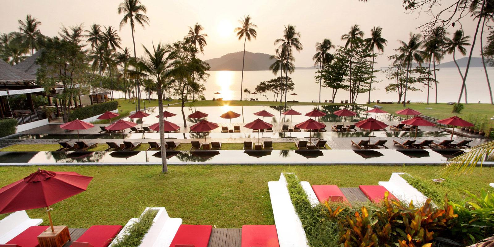 001_swimming-pool-The-Vijitt-Resort-Phuket_1600x800